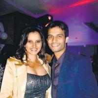 Sania Mirza dumps her boyfriend to stay on tour!